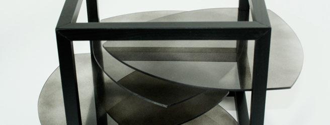 Für eine Visualisierung der Aggregatzustände fest, flüssig und gasförmig sowie deren Übergänge wählte Katharina Lutz die Ausgangsform eines Kubus, der den Raum bzw. Rahmen darstellt.