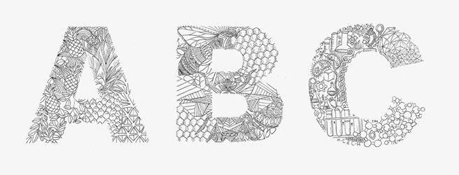 Alphabet aus händisch gezeichneten Schmuckinitialen
